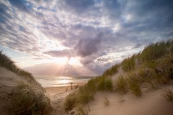 Texels strand en een doorkomende zon